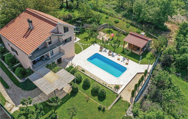Stunning home in Vinjani Gornji with WiFi and 4 Bedrooms (CDF991), location de vacances à Posusje