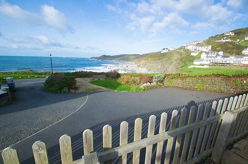 Combe Cottage a beautiful detached seafront cottage with outstanding views, holiday rental in Woolacombe