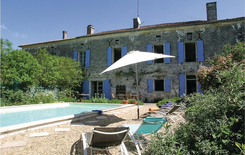 Awesome home in Lacaud with WiFi, Outdoor swimming pool and 4 Bedrooms (FAD126), holiday rental in Mareuil
