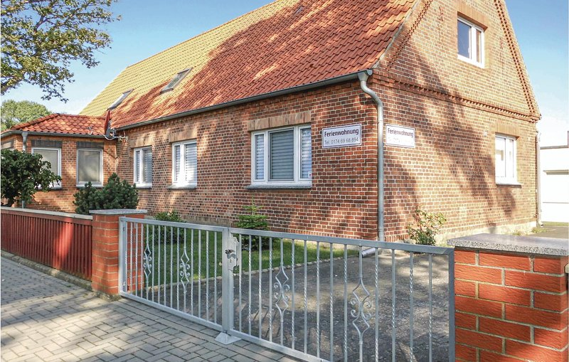Amazing home in Lübtheen/Garlitz with 2 Bedrooms (DMV430), location de vacances à Lauenburg an der Elbe