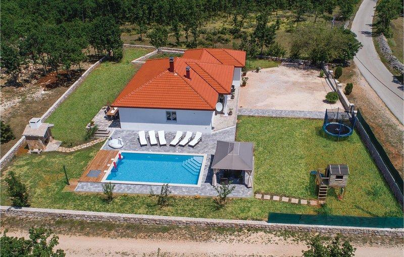 Beautiful home in Vinjani Gornji with WiFi and 3 Bedrooms (CDF910), location de vacances à Posusje