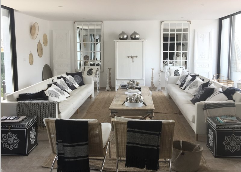 Upper Living Room with white leather sofas