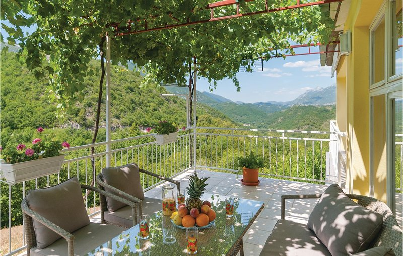 Beautiful apartment in Slime with WiFi and 1 Bedrooms (CDC263), casa vacanza a Slime