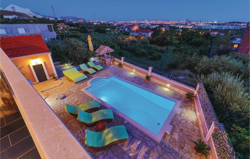 Nice home in Kastel Sucurac with WiFi and 3 Bedrooms (CDE473), holiday rental in Kastel Sucurac