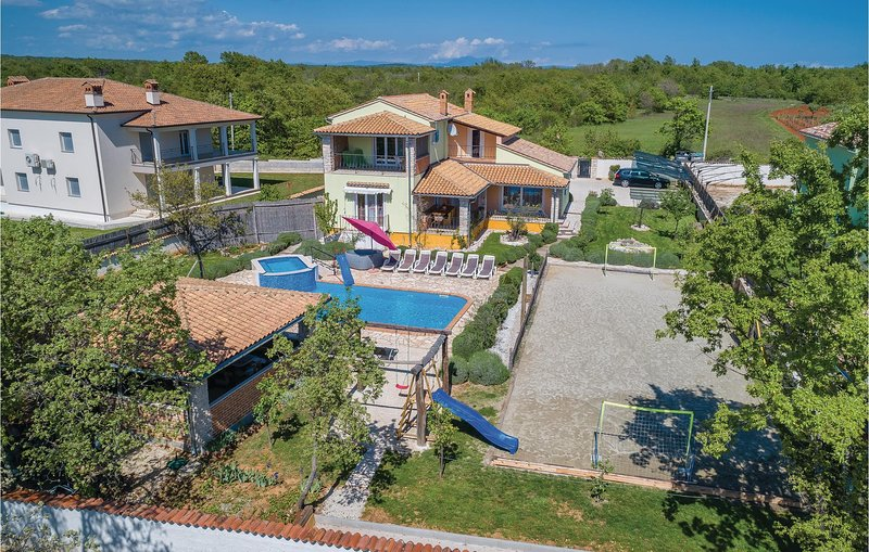 Stunning home in Rezanci with Jacuzzi, WiFi and 5 Bedrooms (CIL938), location de vacances à Stokovci