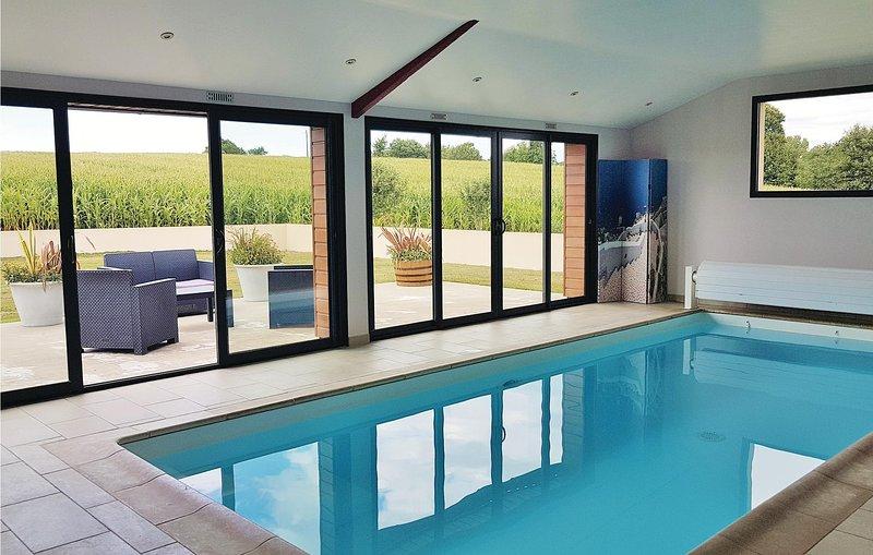 Beautiful home in Elliant with WiFi and 3 Bedrooms (FBF520), location de vacances à Rosporden