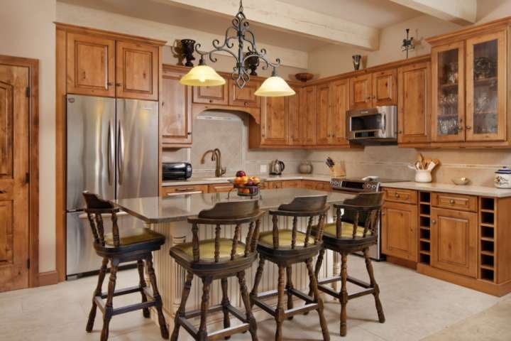 The fully equipped kitchen has everything you need to prepare meals during your vacation.