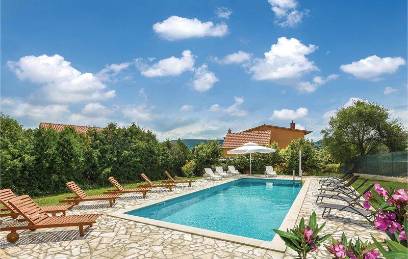 Beautiful home in Trilj with Sauna, WiFi and 7 Bedrooms (CDC163), casa vacanza a Ugljane