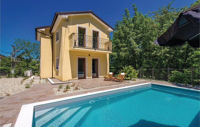 Nice home in Zastenice with WiFi, 2 Bedrooms and Outdoor swimming pool (CKO965), holiday rental in Soboli
