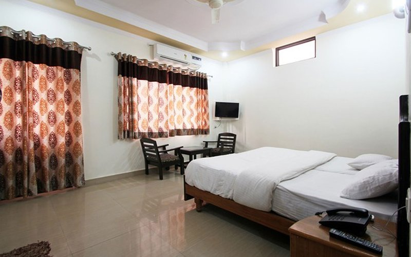 Hotel leisure palace Rishikesh, vacation rental in Shivpuri