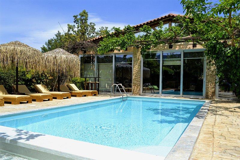Our beloved home Turdus Merula, vacation rental in Marathon
