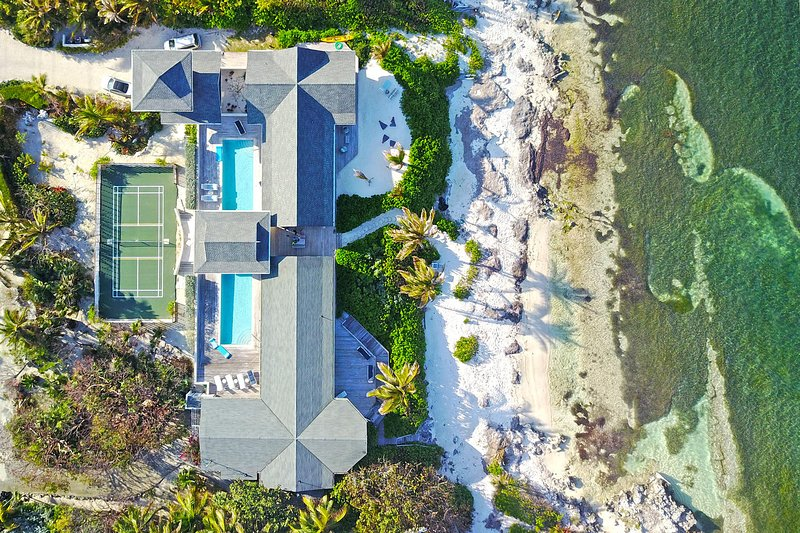 Amoraflora: Oceanfront Micro-Resort Villa with 80' Pool + Pickle-Ball Court in, holiday rental in Rum Point