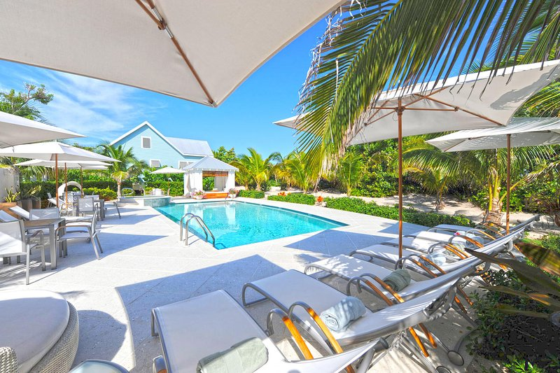Sea Orchard Retreat: Gated Micro-Resort Near Seven Mile Beach w/Private Pool, holiday rental in West Bay