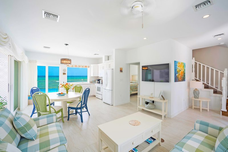 Coral Cottage Yellow: A Scuba Diver's Paradise with Infinity Pool & Ocean Reef, holiday rental in Breakers