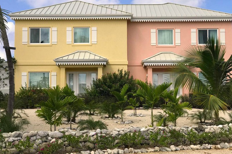 Coral Cottages: Two Oceanfront Villas with Infinity Pools in a Scuba Diver's, holiday rental in Breakers