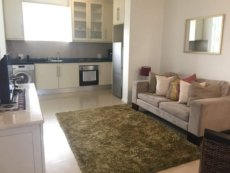 Central Green Point Apartment, holiday rental in Green Point