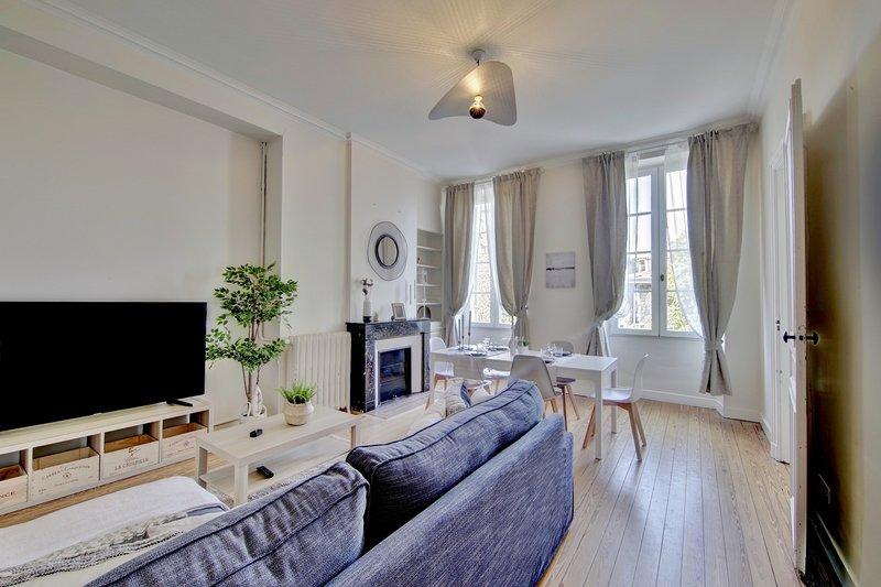 Le Joyau, magnifique Duplex en plein coeur des Chartrons, holiday rental in Cenon