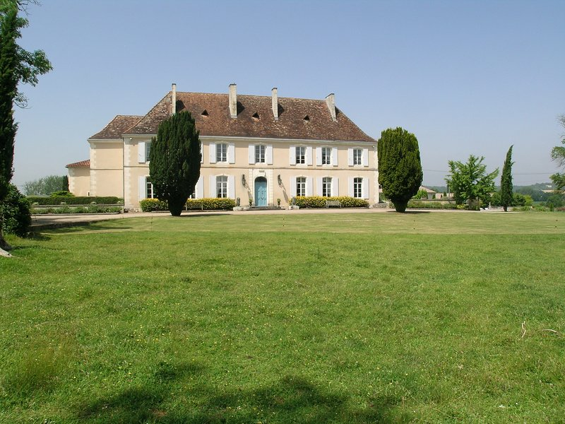 Château du Bourbet, holiday rental in Champagne-et-Fontaine
