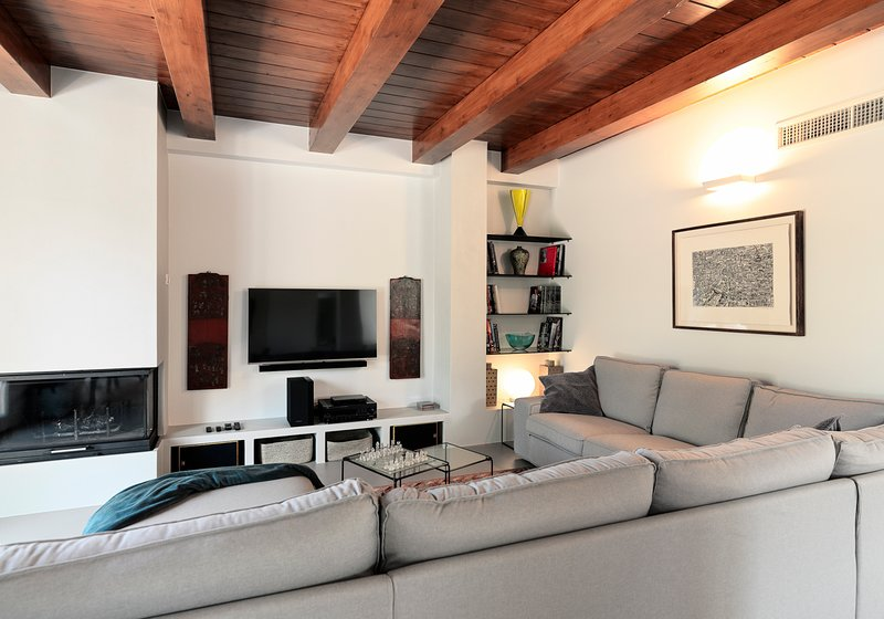 Montottone Villa Sleeps 10 with Pool and Air Con - 5803836, holiday rental in Monte Giberto