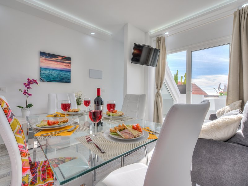 Tidy apartment,small terrace and air conditioning, holiday rental in La Caldera
