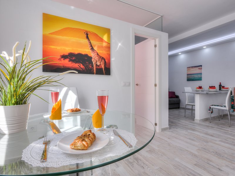 Tidy little apartment air conditionig and pool, holiday rental in La Caldera