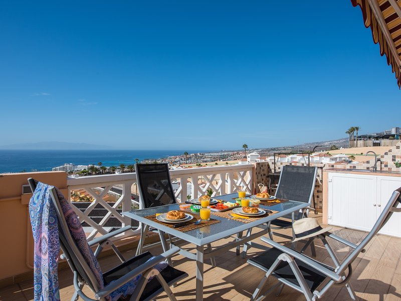 109 INCREDIBILE VIEW! Romantic, HEATED POOL, holiday rental in La Caldera