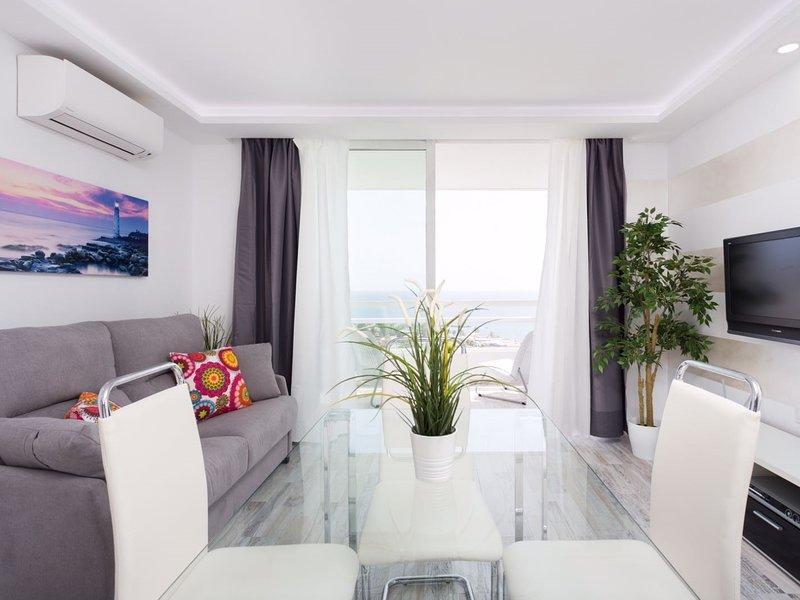 1107 Sea view super Playa Las Americas CLOSED POOL, holiday rental in La Caldera