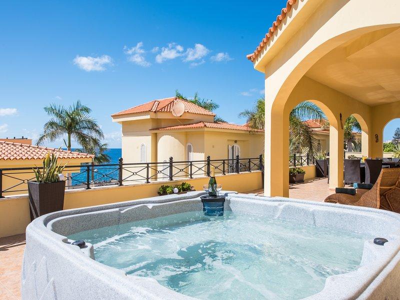 TROPICAL VILLA, SEA FRONT TERRACE!, holiday rental in Los Cristianos
