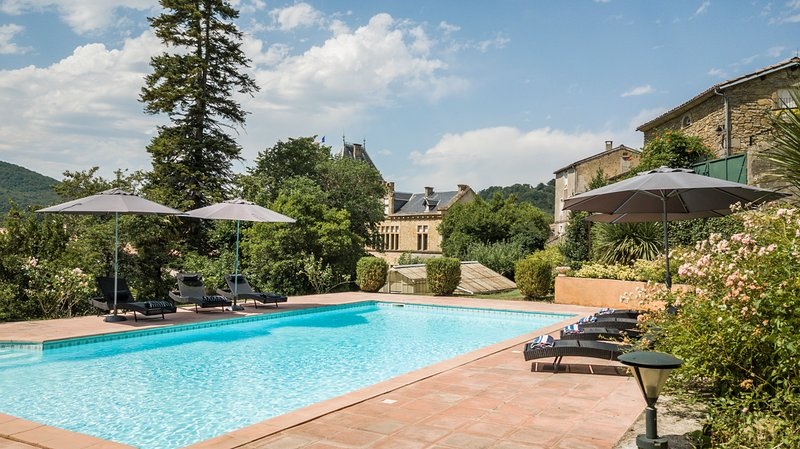Chalabre Chateau Sleeps 12 with Pool - 5812908, holiday rental in Belloc