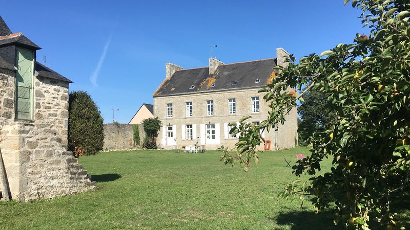 Le Presbytere de Plomeur -  Large & Charming house / 5 mins from the beach, holiday rental in Saint-Guenole