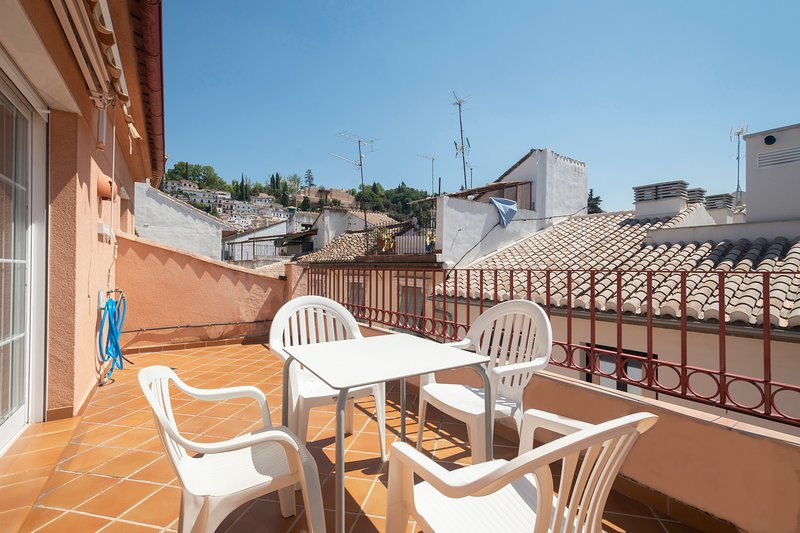 ÁTICO MOLINOS - APARTMENT - REALEJO - CENTRE GRANADA - SUN TERRACE - AC - WIFI, holiday rental in Huetor Vega