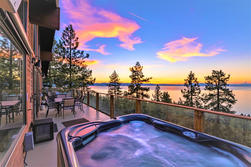 NEVADA PROPERTY LX10: Lake View Jewel With Pool Table – semesterbostad i Zephyr Cove