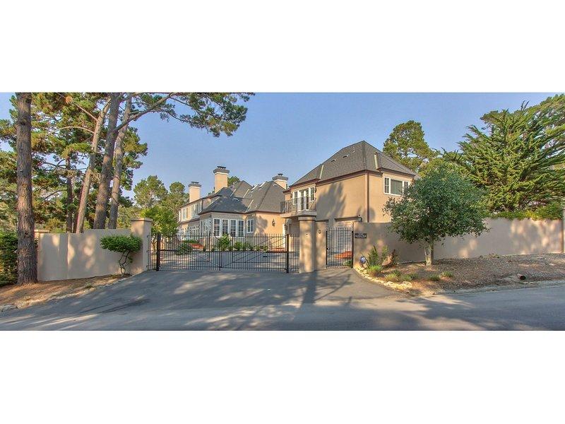 LX33: Luxury Vacation Villa On Pebble Beach With Pool, aluguéis de temporada em Pebble Beach