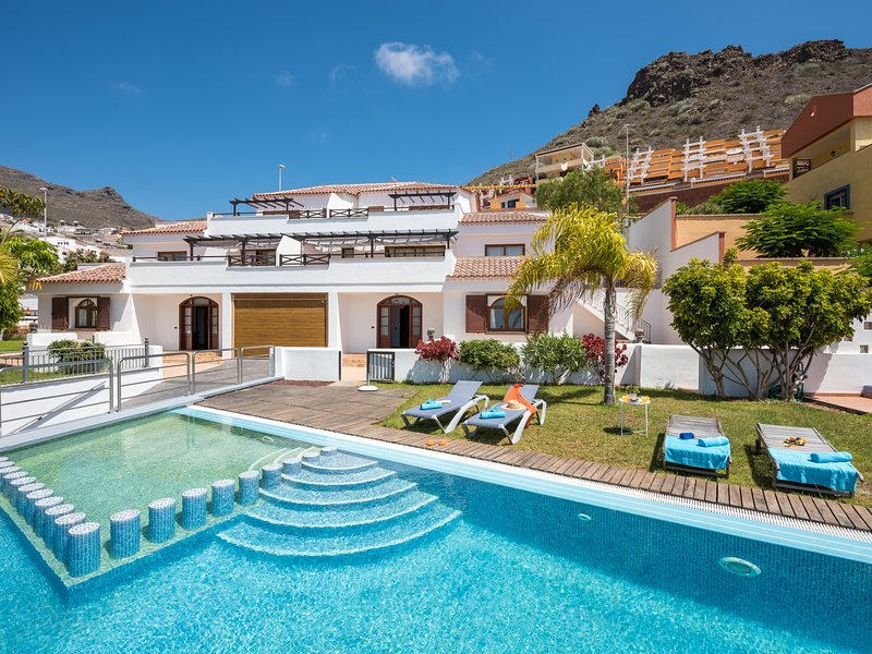 1.Charming Villa prívate garden and pool,BBQ!, holiday rental in La Caldera