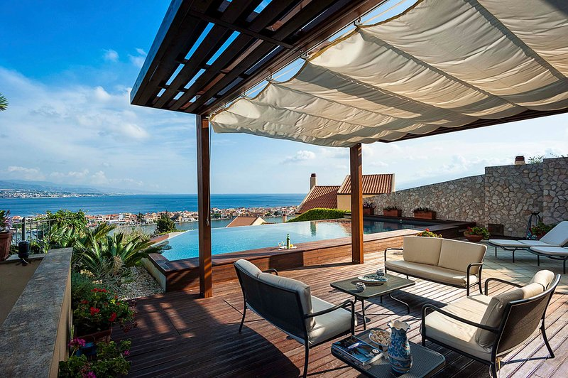 Messina Villa Sleeps 8 with Pool and Air Con - 5812906, vacation rental in Ganzirri