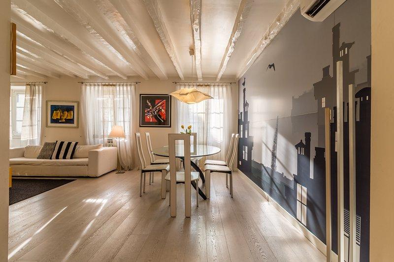 Luxury 350 Sq Mt flat with Terrace central Trieste, location de vacances à Trieste