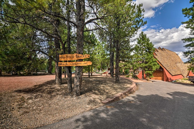 Eclectic Chalet Between Bryce & Zion w/ Mtn Views!, casa vacanza a Hatch