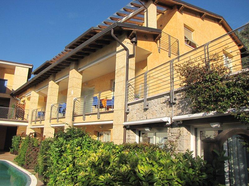 Residence Rosmari Bilocale 40 mq con balcone vista lago – semesterbostad i Brenzone sul Garda