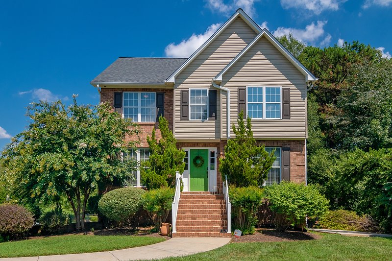 Bright Modern & Luxurious Home, holiday rental in Kernersville