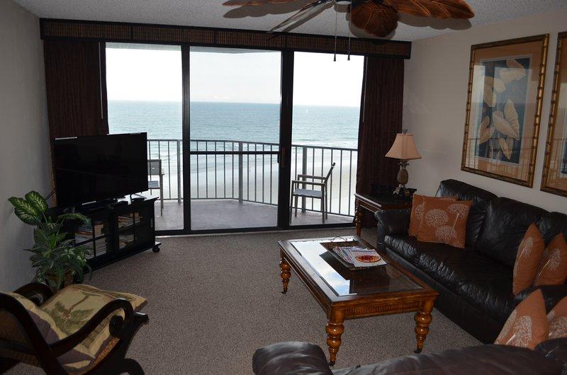 Oceanfront luxurious 2 bedroom/ 2 bath condo, casa vacanza a South Daytona