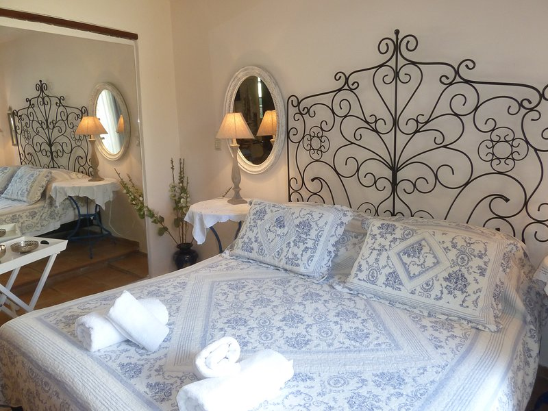 16- Stylish-Relaxing house-Self checkin- Fast & Reliable Wi-Fi for digital nomad, vacation rental in Kato Valsamonero