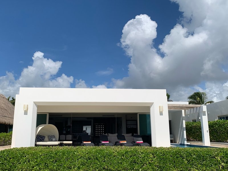 Amazing Beach Front House, holiday rental in Playacar