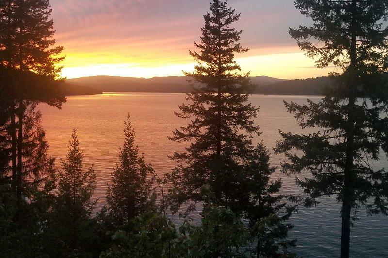 Impresionantes puestas de sol esperan cada noche.