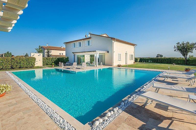 Chiesina Ponziani Villa Sleeps 13 with Pool and Air Con - 5812951, location de vacances à Larciano