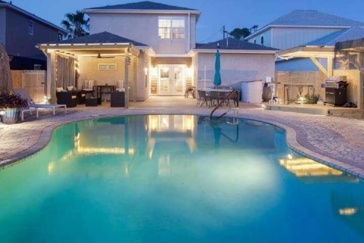 Tickled Turtle Beach House 3 Bedroom Lagoon View Home w/ Private Pool -  Pet Fri, casa vacanza a Upper Grand Lagoon