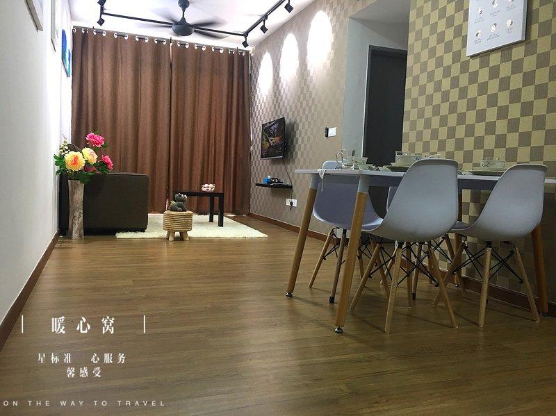 The Warm Suite 3 bedroom condo 6-10pax, holiday rental in Papar