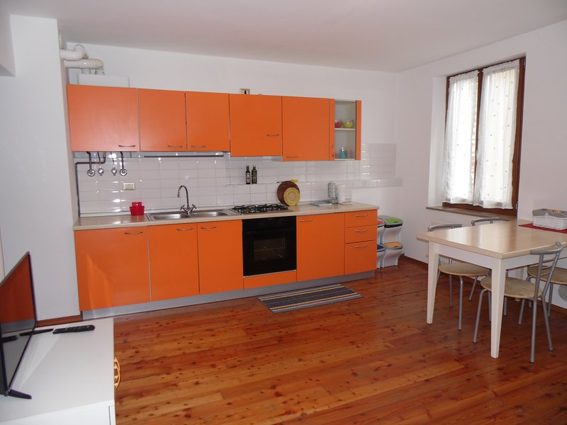 Mini comodo in posizione strategica - 1st Floor, holiday rental in Sovramonte