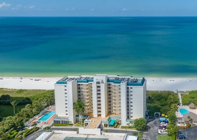 Recently Renovated Beachfront Gem in Paradise!, vacation rental in Marco Island