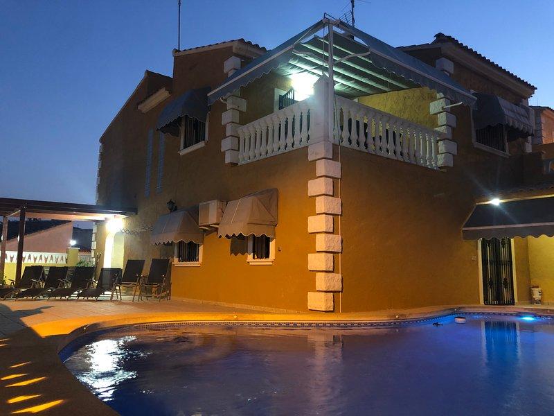 Nuevo en la Nucia . Chalet muy bien situada en altura y con buenas vistas al mar, vacation rental in Polop