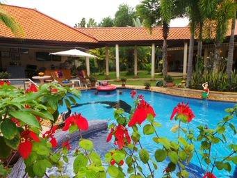 Holiday Villa in Thailand Near Pattaya. very Private, alquiler vacacional en Nong Pla Lai